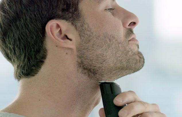 Drei tage bart rasieren hals